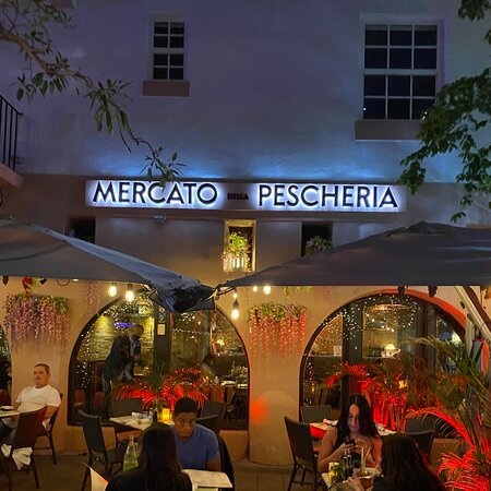 Italian restaurant in nice small street in Miami Beach