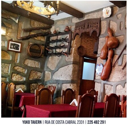 Espaço interior Yuko Tavern