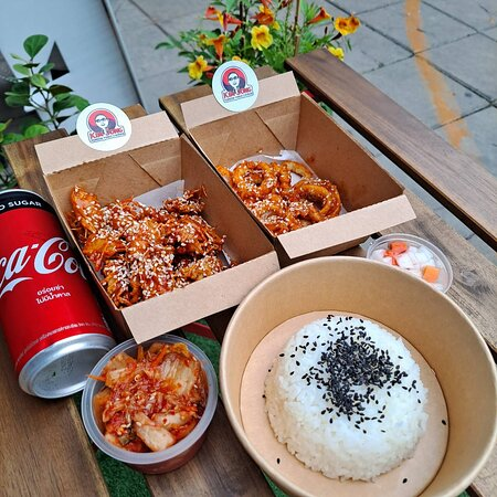 Bangkok, Thailand: Very Nice Meals and Tasty Chicken all recommended for all Travelers to Grab all are Located with many Chilling place Nearby, All Recommended