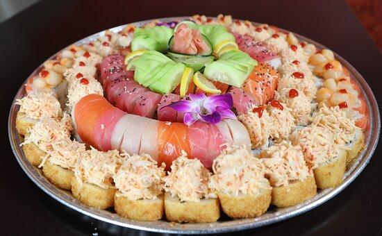 Tijuana, Mexico: Charolas de sushi, salmón, camarón, tuna y más