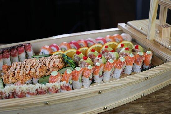 Tijuana, Mexico: Barco de sushi, de proteínas tuna, salmón y más
