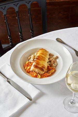 Especializados en cocina tradicional catalana de alta calidad como este Bacalao con musolina de ajo de la Sra. Carme