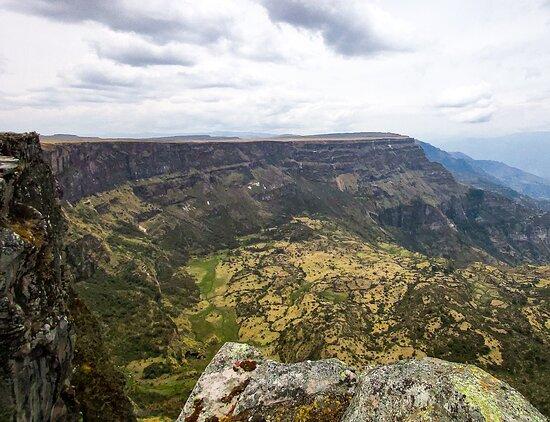 Ayacucho, Peru: Impresionanteabismo , practicamos ciclismo de montaña en ese lugar. Vimos vicuñas, viscachas hicimos kayak en lugo grande, todo eso en ese lugar