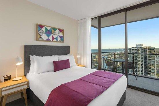 AVANI-Broadbeach-Bedroom-Ocean-Suite-Bedroom-1