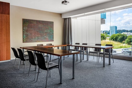 Forum B Meeting Room - U-Shape Setup