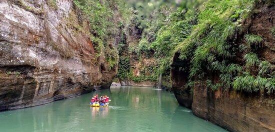 Sierra de La Macarena Route Meta 4Days 3Nights: Con Guias EXtremos Colombia en el sector del totanic Cañon del Rio Guejar