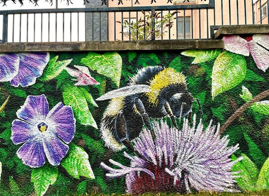 دندي, UK: Beautiful mural outside the Overgate to celebrate the life & work of local renowned botanist/poet William Gardiner (1809-1852)