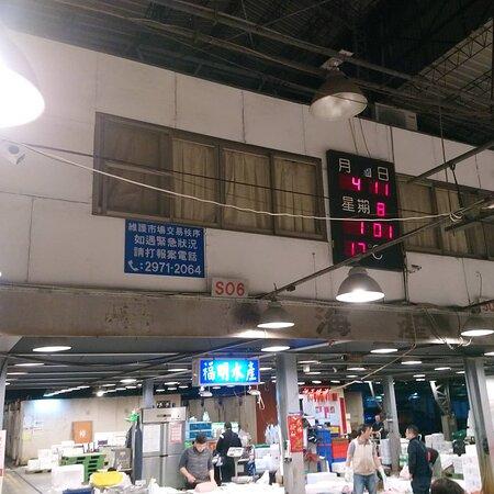 宏洋酢壽司公告:  宏洋酢壽司,主廚我4/11號凌晨(來到三重力行示範魚市)購買最新鮮的鮭魚啦。(獻上購買時間照一張) 歡迎各位客官朋友前來捧場,主廚我將會親自製作新鮮美味的料理歐。  獻上今日凌晨,魚市補鮭魚時間照一張  #壽司 #丼飯 #三重 #日本 #日本料理 #串燒 #御飯糰