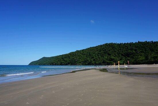 The Paronella Experience: Etty Bay beach