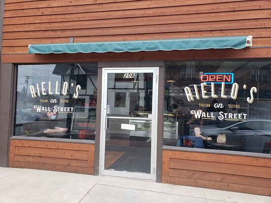 Eagle River, WI: Aiello's On Wall Street