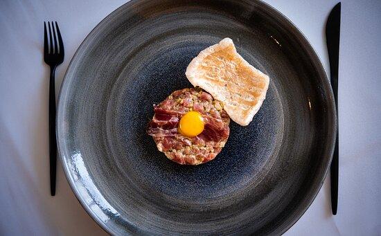 TARTARE IBÈRIC tenderloin, paleta ibérica, chicharrón, egg yolk, mustard, sherry
