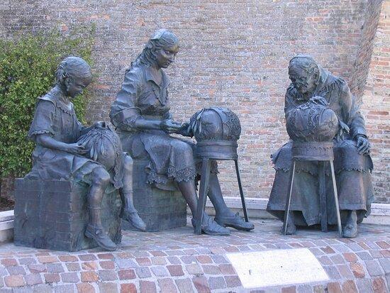 Offida, Fontana delle Merlettaie