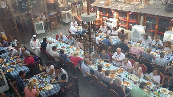 Manama, Bahrain: Big groups are welcomed, picture during lunch time for our guest.