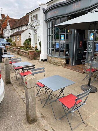 Chiddingfold, UK: Our outside seating