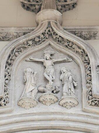 Detalles de la fachada de la puerta.