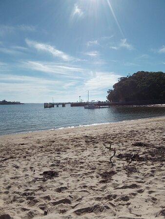 Bundeena, Úc: Wharf Nearby & Sheltered Cove