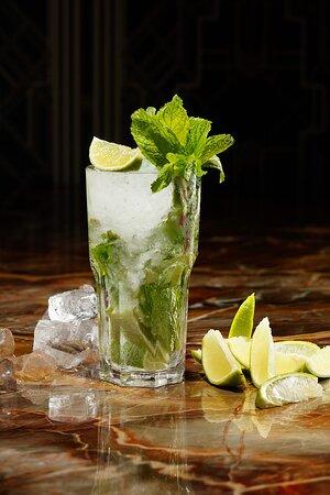В баре вы найдете широкий ассортимент алкогольных и безалкогольных напитков: большой выбор вин, коньяков, виски и конечно же авторских и классических коктейлей
