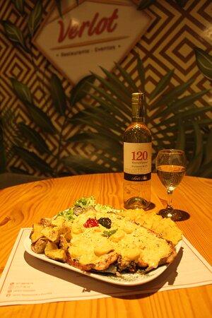 Trucha en salsa de camarones  Bebida Vino sauvignon blanc Santa Rita 120