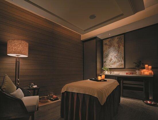 Spa Treatment Room Peony