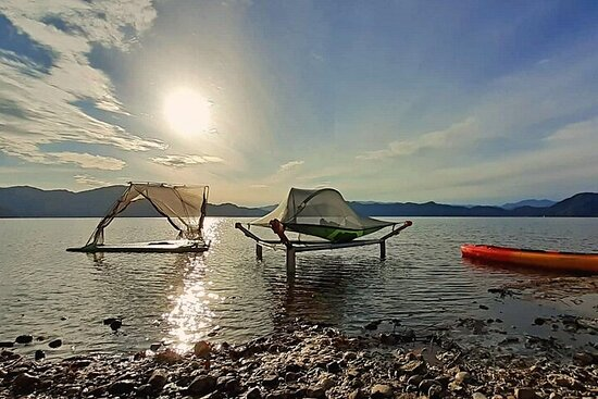 Floating tent × Cold Beverage! Relaxing time in Japan's deepest lake!