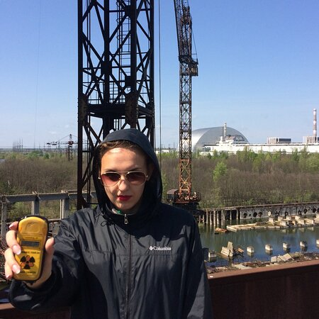 2-Day Extended Tour to the Chernobyl Zone and Prypiat Town from Kyiv: На фоне Нового безопасного конфаймента
