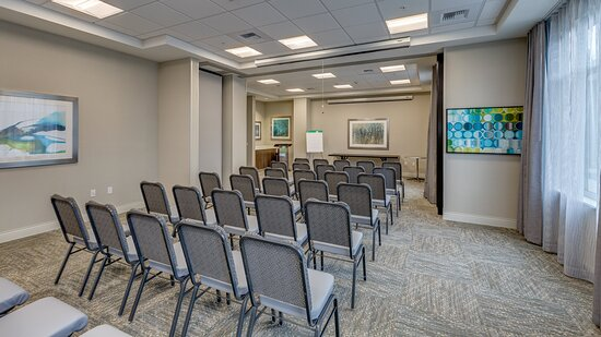 Classroom style meeting space in Bellingham from Holiday Inn