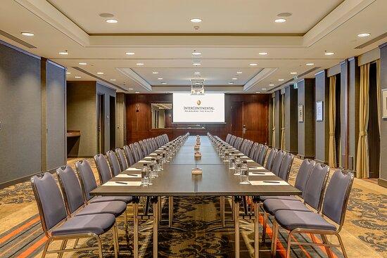 Stock Trade Room boardroom configuration