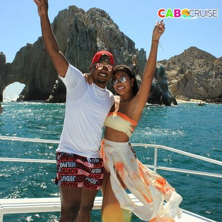 Live the experience with your favorite people in Cabo Cruise.