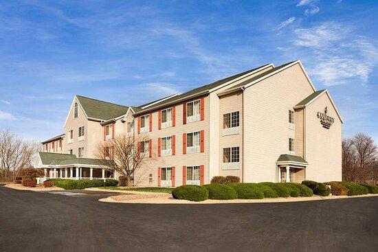 Country Inn & Suites by Radisson, Clinton, IA