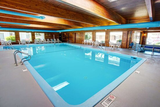 Country Inn & Suites by Radisson, Traverse City, MI, hôtels à Lake Leelanau