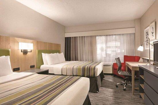 2 Queen Beds-Accessible