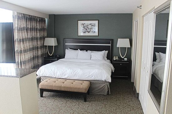 Corner Jacuzzi Suite Bedroom