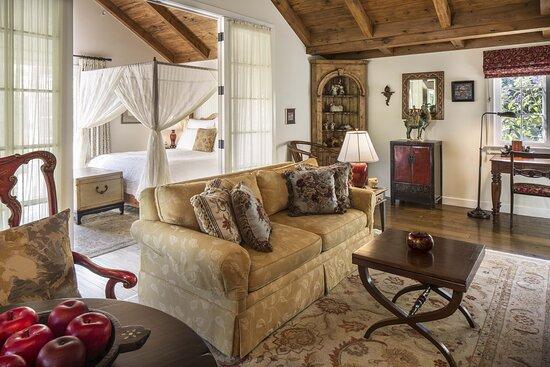Acacia Living Room - Wildflower Garden Cottage