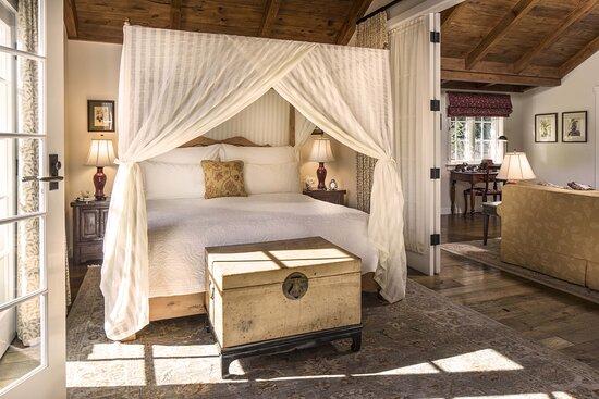 Acacia Bedroom - Wildflower Garden Cottage