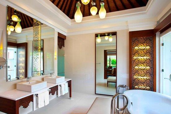 One/Two Bedroom Lagoon Villa - Bathroom