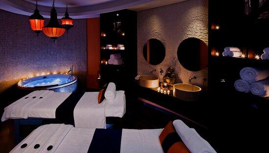 SENSASIA Urban Spa, Emirates Golf Club -Couples Suite.