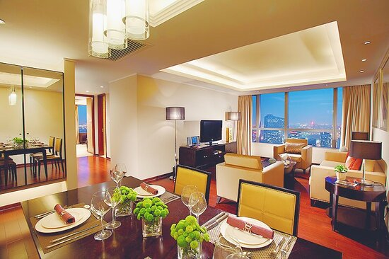1BRE1 Living Room