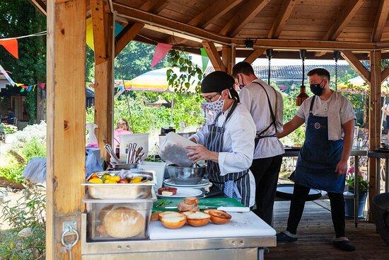 Grayshott, UK: Chefs around the Kadai