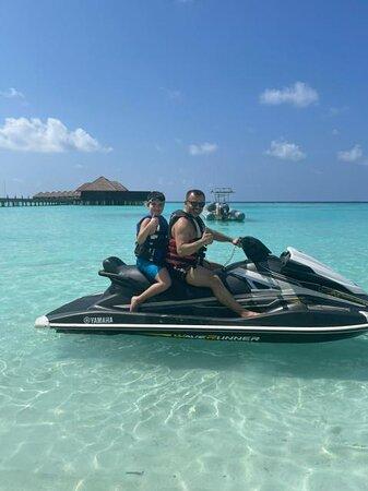 Ayada Maldives s sinom