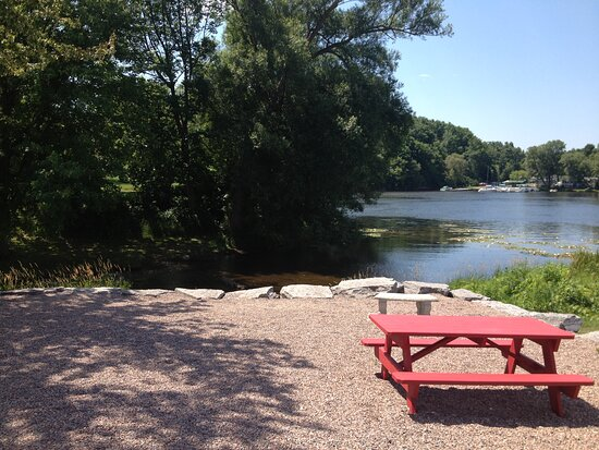 Dexter, NY: Water view and seating area for you