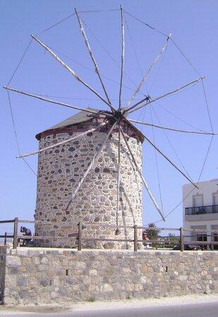 Větrný mlýn v obci Antimachia