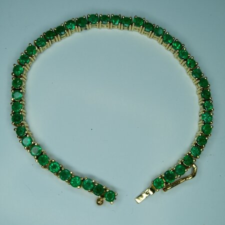 Cartagena, Colombia: The term Tennis Bracelet was coined thanks to Chris Evert, a professional tennis player from the USA, who had a prolific career which stemmed from 1972 to 1989. During a ferocious match in the US Open her George Bedewi diamond bracelet broke and fell off her wrist. This occurred due to the clasp on her bracelet snapping. Chris Evert actually asked the officials on the court if they could stop the match, until the diamond bracelet was recovered.@factoriajewelryshop