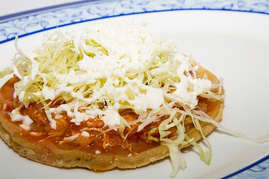 Sopes - Chicharrón - Tinga de pollo - Bistec con nopal