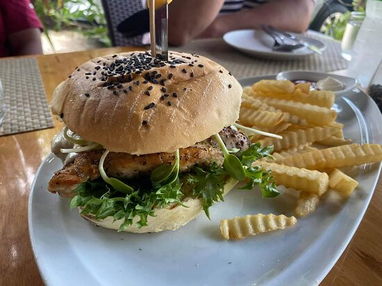 Bikini Burger Chicken/Mozzarella/Pesto
