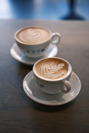 Von frisch gebrühtem Filterkaffee (sortenreines Plantagenkaffee), bis hin zu kunstvollem Cappuccino in unserem neuen Standort in Wuppertal.