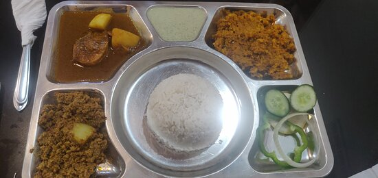 Value for money and stomach filler thaali. Aloo Kheema and Chicken curry quite yummy. The chutney was authentic Pakistani. Daal was too try though.