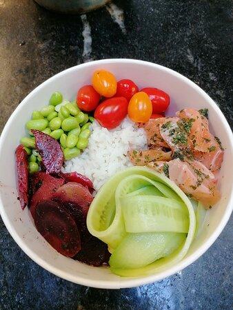 Poke bowl au saumon mariné à notre façon