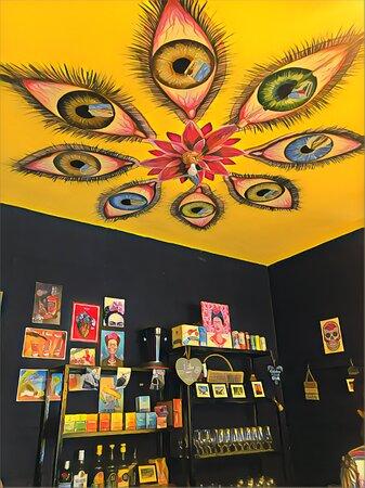 Arte em todos os lugares da Frida Bistrô