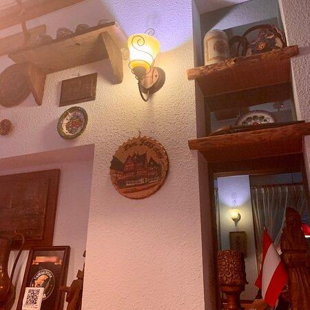 歷史悠久且極富盛名的好餐廳,德國豬腳尤其有名、、