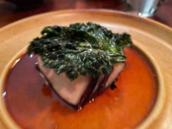 Stanmore, Austrália: borrowdale pork loin with malted barley & kale